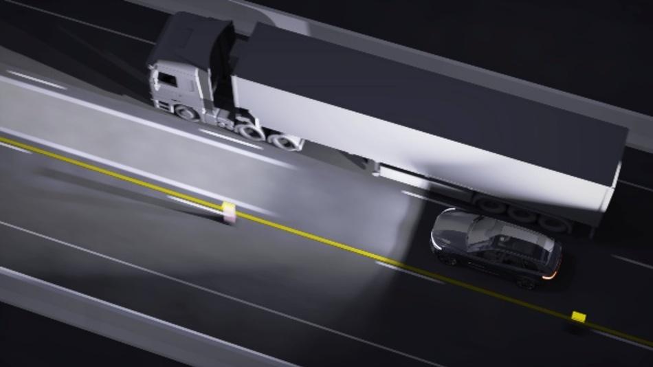 Der optische Spurhalteassistent kann beispielsweise bei engen Baustellen die optimale Fahrspur anzeigen und den Fahrer bei der stabilen Fahrzeugführung unterstützen.