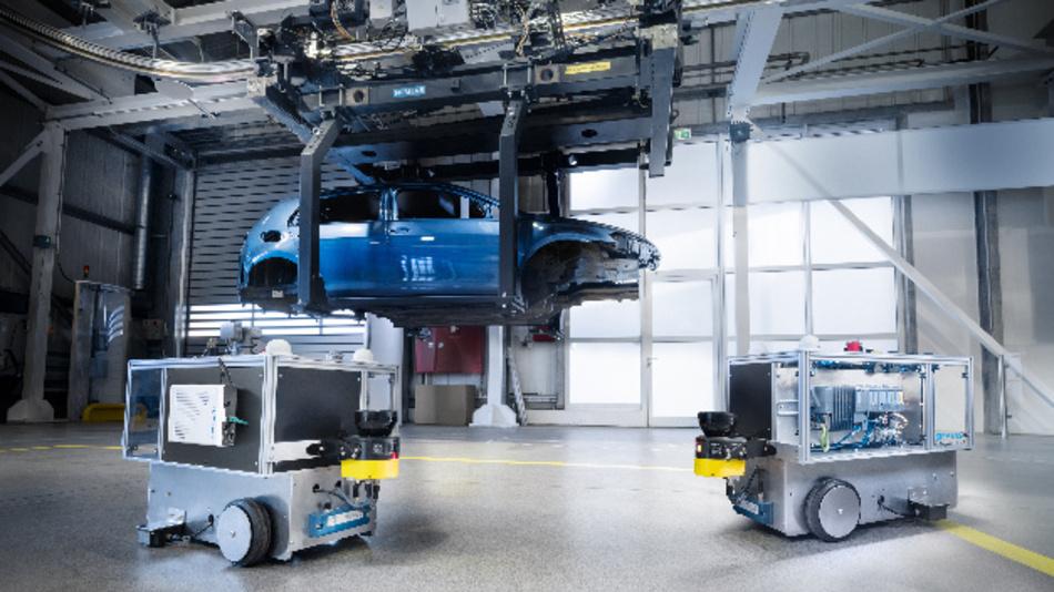 Im Siemens Automotive Showroom und Testcenter in Nürnberg haben Siemens und Qualcomm gemeinsam ein privates 5G-Netz im 3,7/3,8-GHz-Frequenzbands installiert.