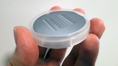 Mit dem neuen 3D-Drucker ist jetzt auch die Kleinserienfertigung von mesoskaligen Präzisionsbauteilen möglich.