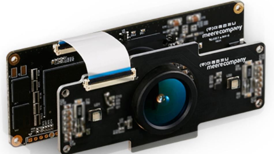 3D-Kamera-System Cube Eye: Atlantik Elektronik präsentiert das 3D-Kamera-System Cube Eye. Es eignet sich unter anderem für die Gestenerkennung, Steuerung sowie die Positionierung und Erfassung von Menschen-, Roboter- und Maschinensicht. Cube Eye setzt die Time of Fligth(ToF)-Technik ein: Die Flugzeit von ausgestrahltem Licht wird gemessen, um den Abstand und die Dimensionen von Gegenständen und Personen zu ermitteln. Die produzierten Daten bilden einen 3D-Bildstrom, der für Systeme – die Gegenstände, Personen und Bewegungen erfassen müssen – nützlich ist. Außerdem lässt sich das 3D-Kamerasystem einfach in das Host-System integrieren und verfügt über eine USB-Schnittstelle. Somit bedarf es nur einem minimalen Aufwand für die Elektronikentwicklung. Verfügbar ist darüber hinaus ein Entwicklungswerkzeug(SDK), um die Software-Entwicklung zu beschleunigen. Aktuell verfügbare Cube-Eye-Systeme decken Entfernungen von 20cmbis6m ab. Geräte für weitere Entfernungen werden entwickelt und sind mittelfristig ebenfalls verfügbar.