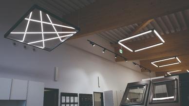 Perfekt aufeinander und auf die Einrichtung abgestimmt sind sowohl Design, Lichttechnik als auch Lichtfarbe der LEDLeuchten von Regiolux und Lichtwerk.