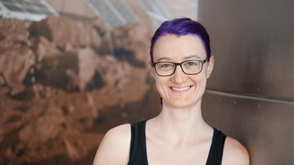 Projektleiterin Dr. Christiane Heinicke präsentiert ihr Labormodul, eins von sechs weiteren, die folgen sollen.