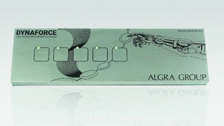 Durch das Sensornetz aus Dehnungsmessstreifen in Kombination mit intelligenter Software wird die Berührungsposition bestimmt und die Taste aktiviert.