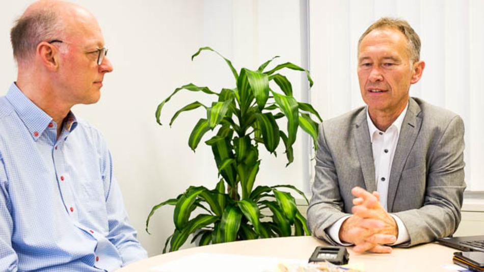 Peter Hoser (r.), Kontron, im Gespräch mit Joachim Kroll, Chefredakteur Design&Elektronik.