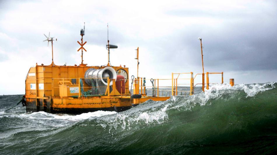 Das schwimmende OWC-Kraftwerk von Ocean Energy erzeugt elektrische Energie aus Meereswellen.
