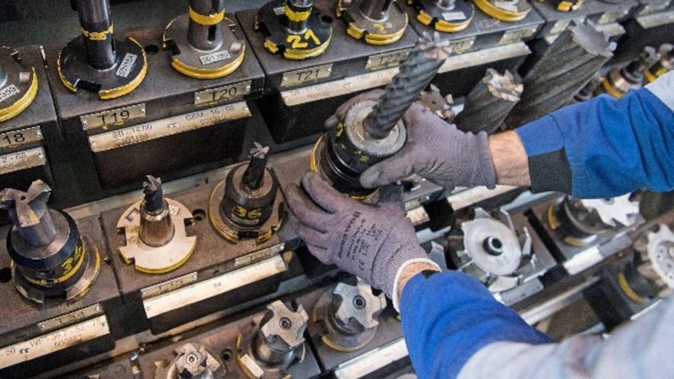 Maschinenbauer erhalten im Oktober deutlich weniger Aufträge