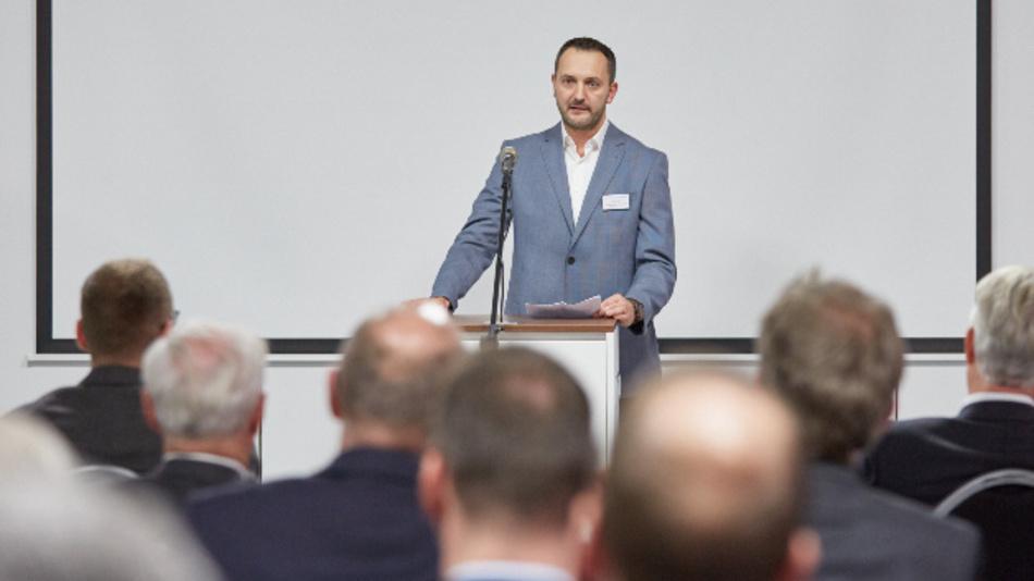 Lars Lust, Standortleiter Berlin von Swissbit, eröffnet das neue Werk im CleanTech Business Park in Berlin-Marzahn.