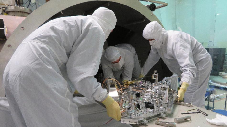 Forscher installieren einen »Quantum Vacuum Squeezer« in den Gravitationswellendetektor LIGO.