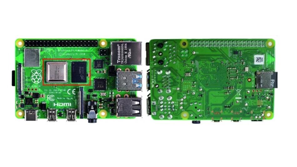 Bild 1: Vorder- und Rückansicht des Modells Raspberry Pi 4B. Rechts neben dem SoC mit Heat-Spreader befindet sich der Flash-Speicher, der über eine Kapazität von 1 GByte, 2 GByte oder 4 GByte verfügt, was zu drei unterschiedlich bestückten Boards führt.
