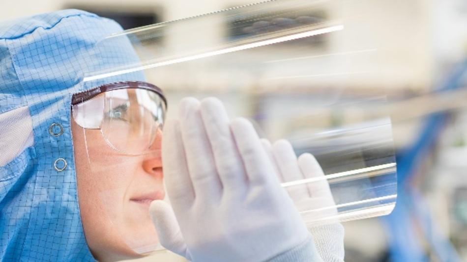 Das Projekt KODOS (Konfektionierter Dünnglas-Verbund für optoelektronische Systeme) soll das innovative Material Dünnglas entlang der gesamten Wertschöpfungskette in fertige Produkte bringen.