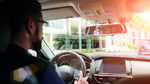 Ein Anwendungsfeld ist das Einblenden von Textnachrichten direkt ins Sichtfeld während einer Autofahrt.