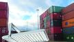 LED-Hochleistungsstrahler vor Containern