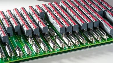 Push-In-Leiterplattensteckverbinderfamilie AK(Z)4951 / AKZ4961 von PTR Hartmann