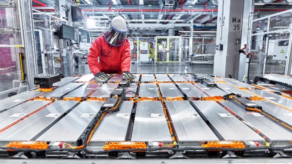 Produktion des Audi e-tron im CO2-neutralen Werk von Audi Brussels.