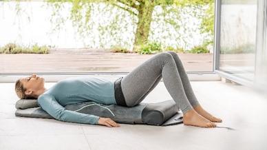 """Mit der Yoga- und Stretchmatte """"MG 280"""" holt Beurer das Yoga-Studio nach Hause."""