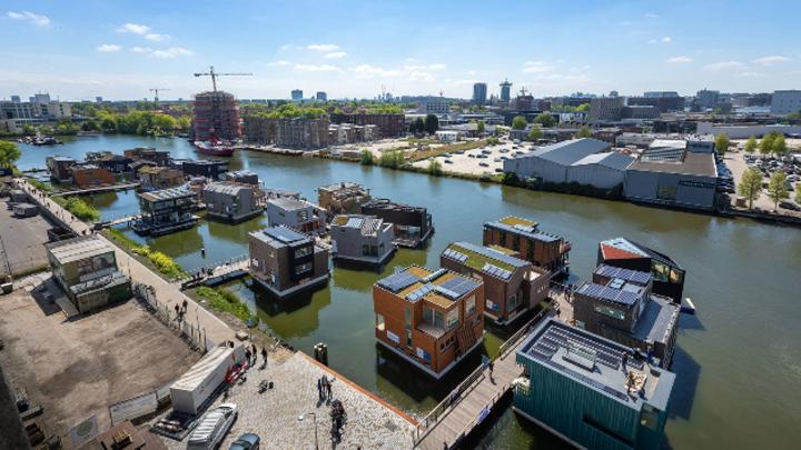 Wassersiedlung im Norden von Amsterdam