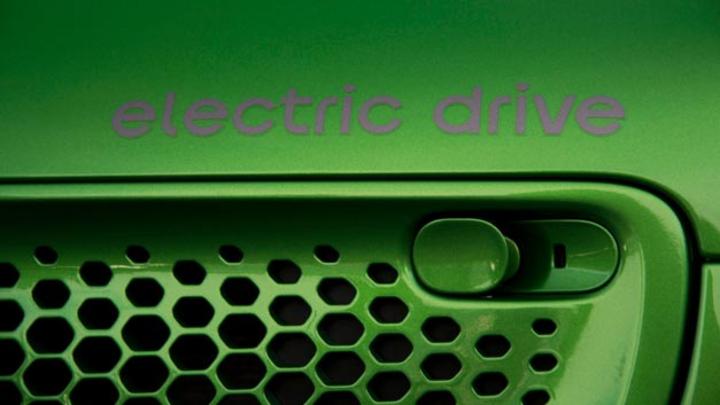 Mercedes-Benz und Geely haben nur offiziell die Gründung ihres Joint Ventures smart Automobile bekanntgegeben. Dieses soll das smart Produktportfolio in Hinsicht auf elektrisches und vernetztes Fahren weiterentwickeln.
