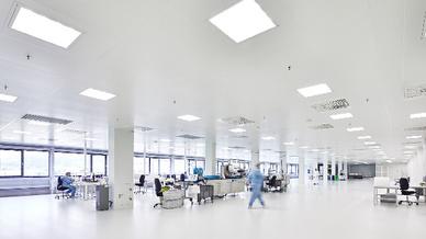 Pajunk entwickelt und produziert verschiedene Medizintechnikprodukte. Am Hauptsitz in Geisingen wurde ein neues Produktions- und Logistikzentrum mit einem Reinraum der GMP-KlasseD erbaut, der eine Fläche von 1015m² umfasst.