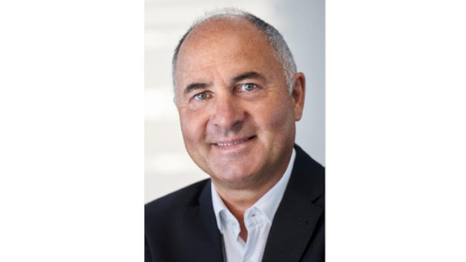Norbert Hauser ist Diplom-Informatiker und war nach dem Studium zunächst bei HP tätig. Seit 1985 ist er bei Kontron angestellt. In leitenden Funktionen verantwortete er z.B. den internationalen Vertrieb und das weltweite Marketing. Seine derzeitige Funktion ist  Vice President Marketing für die Kontron Gruppe.