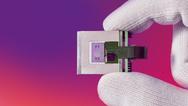 Die Mikrospiegelarrays vom Fraunhofer IPMS ermöglichen neue Methoden der Bildgebung in der Mikroskopie, eigenen sich für Materialanalysen sowie autonomes Fahren und lassen Roboter »sehen«.