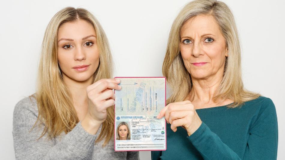 Das Passbild ist mit Facemorphing manipuliert. Bei einer Identifikation über automatisierten Bildvergleich würden beide Frauen als Passinhaber akzeptiert.