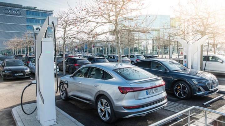 Audi investiert rund 100 Millionen Euro in Ladeinfrastruktur an eigenen Standorten.