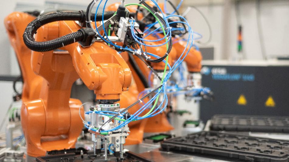Kurtz Ersa Automation erstellt Automatisierungskonzepte für das Roboter-gestützte Handling in der Elektronikfertigung.