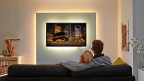 Fernsehen wird angenehmer und komfortabler, wenn der Hintergrund sanft aufgehellt ist.