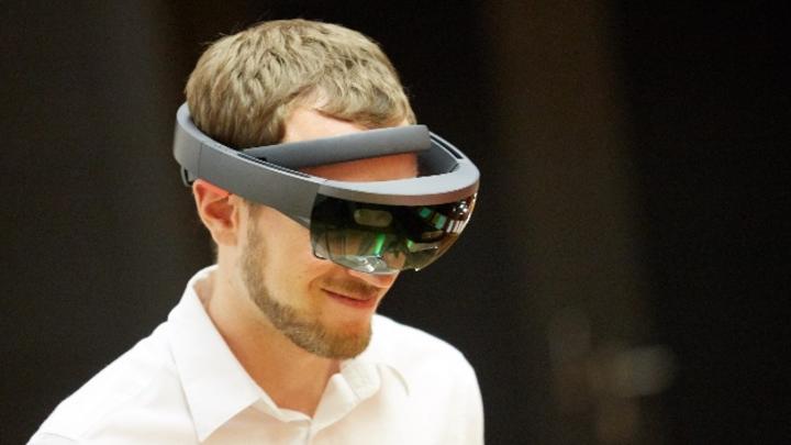 Andreas Jakl mit der HoloLens.