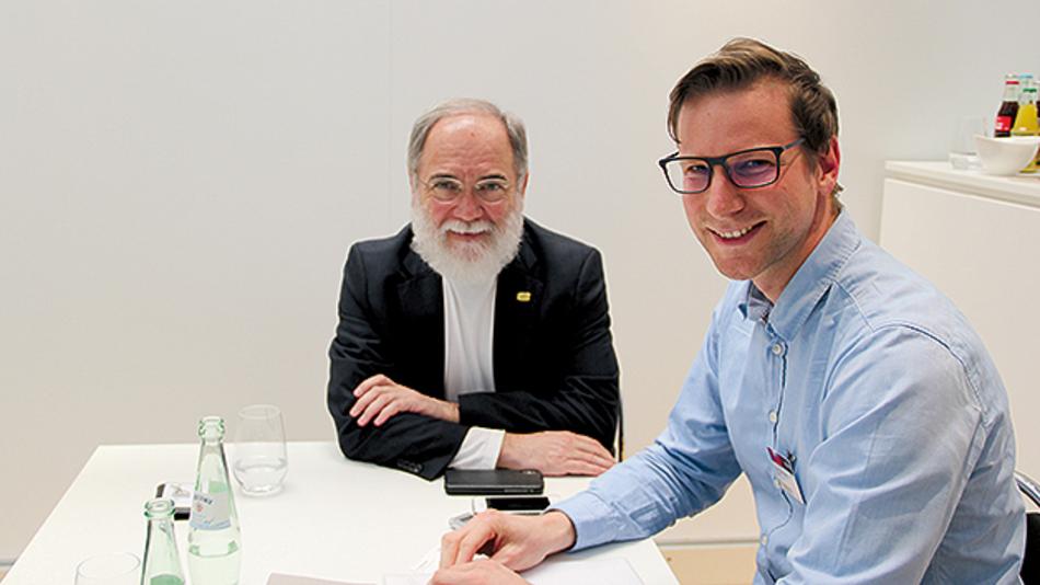 Dr. Joseph Reger im Gespräch mit  Tobias Schlichtmeier, Elektronik.