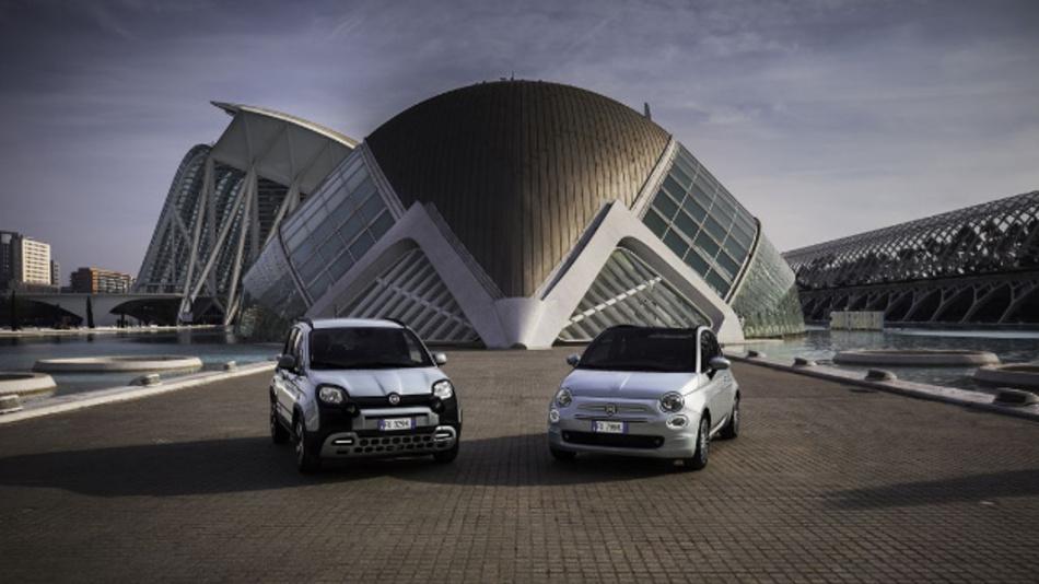 Der Fiat 500 Hybrid und der Fiat Panda Hybrid, die ersten Mildhybrid-Systeme, die Fiat kürzlich vorgestellt hat.  Auch nach dem geplanten Merger mit PSA würde Fiat-Chrysler-PSA auf dem Gebiet der E-Autos dem Wettbewerb etwas hinterherhinken. Da käme ein Joint Venture mit Foxconn recht.
