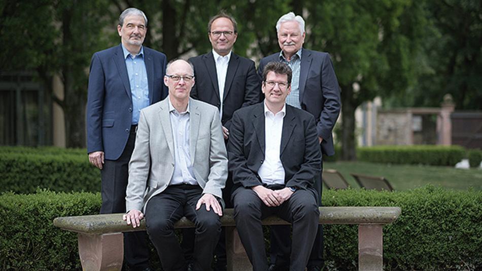 Das Steering Board: hinten (v.l.n.r.) Dr. Bernd Hense, Prof. Dr. Axel Sikora, Dr. Klaus Grimm; vorne Joachim Kroll und Prof. Dr. Peter Fromm.