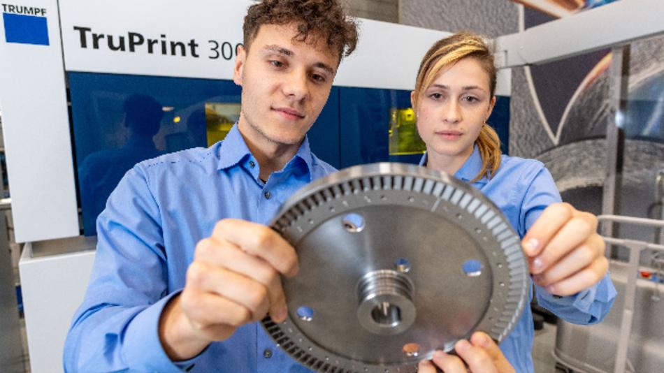 Die Deutsche Bahn lässt Ersatzteile auf den 3D-Druckern von TRUMPF fertigen. Darunter auch ein Turbinenschaufelrad für eine Dampflokomotive, die ohne das Bauteil nicht fahren könnte.