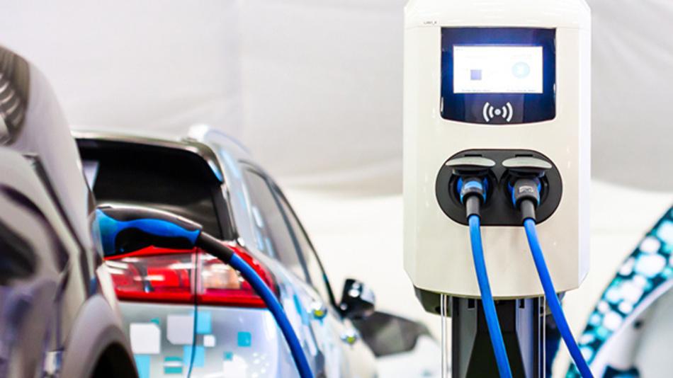 Sieben verschiedene Ladetechnologien für Elektroautos werden auf Ihre Alltagstauglichkeit in Europa getestet.