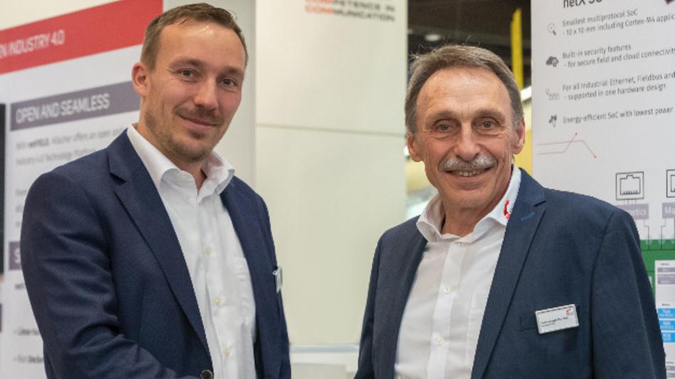 Staffelübergabe bei Hilscher: Sebastian Hilscher (links) und Hans-Jürgen Hilscher (auf der SPS 2019).