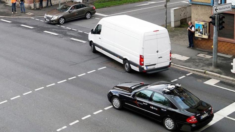 Nicht nur für automatisierte Fahrzeuge eine Herausforderung: der Kreuzungsverkehr im Innenstadtbereich.