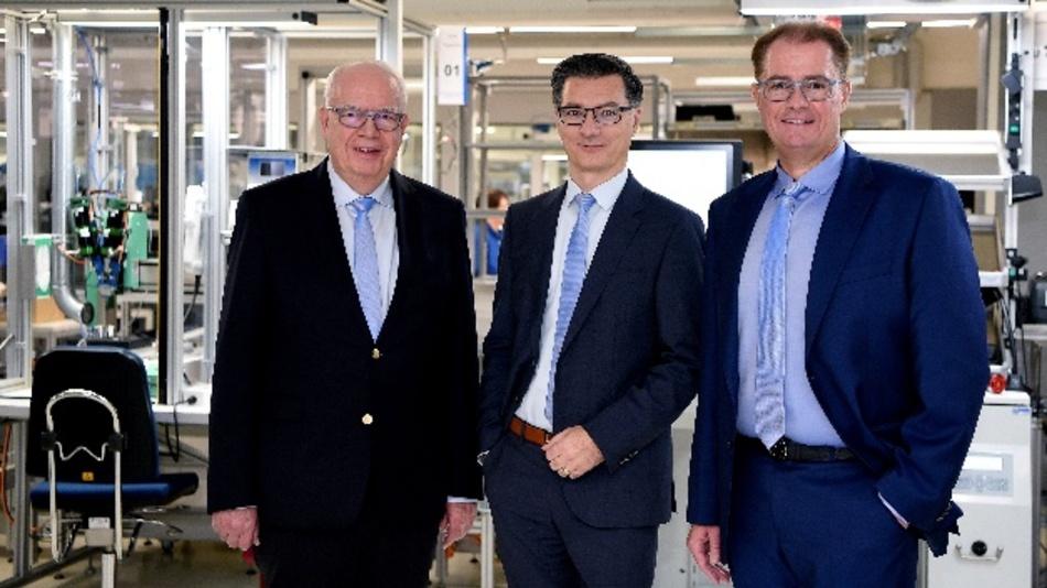 Bernhard (links) und Michael (rechts) Juchheim führen ab Januar 2020 die Jumo-Unternehmensgruppe gemeinsam mit Dimitrios Charisiadis (Mitte).