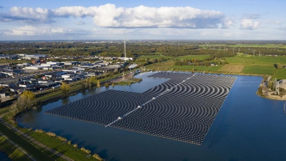 Der Solarpark Sekdoorn bei Zwolle in den Niederlanden.