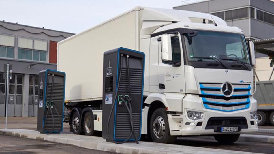 Daimler eröffnet neuen Ladepark für elektrische Nutzfahrzeuge.