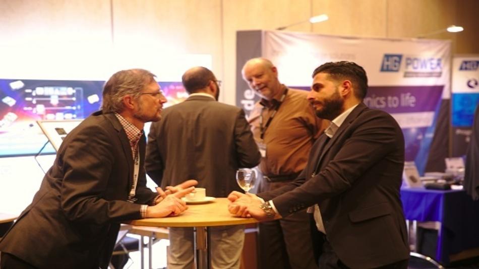 Die begleitende Ausstellung bot in den Pausen die Möglichkeit zum Austausch und Netzwerken mit Firmen aus dem gesamten Spektrum der Batterietechnik und der Stromversorgung.