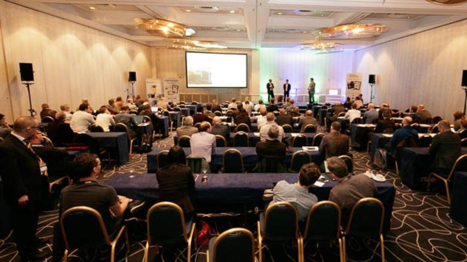 BatteryWorld 2020: Podiumsdiskussion zum Thema Schnellladen.
