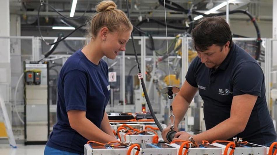 BMW will den Ausbau der Produktion von E-Antriebskomponenten im Werk Dingolfing beschleunigen.