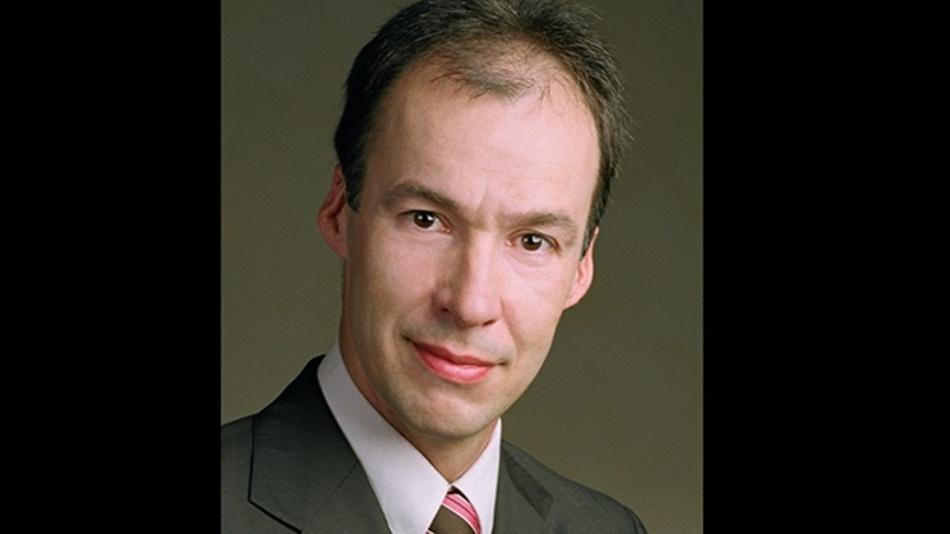 Uwe Hauck ist bei TE Connectivity Deutschland (TE) als Direktor Technologie & Innovation am Standort Berlin tätig. Er ist weltweit verantwortlich für die Entwicklung von Hochvolt-Technologien und Batterielösungen für Hybrid- und Elektrofahrzeuge. In dieser Funktion analysiert er Megatrends wie die Elektromobilität und  arbeitet intensiv mit der Fahrzeug- und Elektroindustrie an der Roadmap für TE's Hochvolt-Automotive-Portfolio. Uwe Hauck begann 1991 bei TE im Bereich Relais als Manager für Kaizen und optimierte Fertigungslinien im In- und Ausland. Später wechselte er in das Technische Marketing EMEA. Sein Aufgabengebiet umfasste unter anderem die Spezifikationen und Entwicklung von elektromechanischen und elektronischen Komponenten, für deren globales Produktmanagement er folgend verantwortlich war.