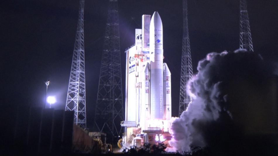 Guyana, Kourou: Eine Ariane 5 Trägerrakete, die den südkoreanischen Satelliten Chollian-2B in den Weltraum befördern soll, startet im Raumfahrtzentrum Guyana. Der Umwelt-Überwachungs-Satellit wurde in Südkorea für die Beobachtung der Luft und der Ozeane gebaut.