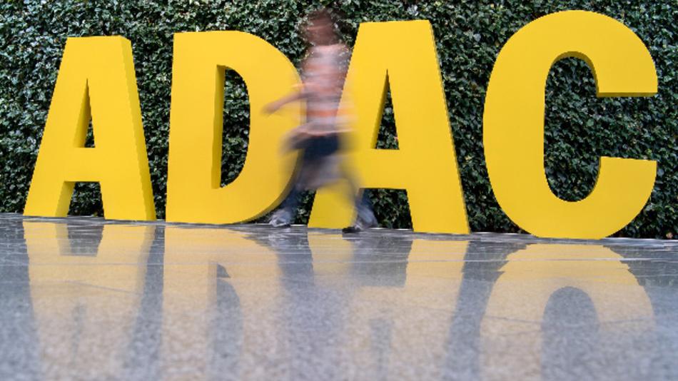 Der ADAC fordert für Autofahrer ein Mitspracherecht bei der Verwendung der Daten aus ihren Autos und klare gesetzliche Regelungen.