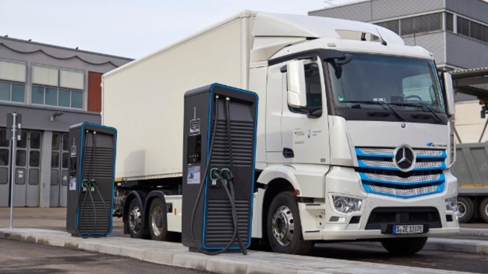 Die eTruck Charging Initiative soll dazu beitragen, Lkw-Kunden den optimalen Einstieg in die E-Mobilität zu ermöglichen – der Fokus liegt zunächst auf Lkw-Depots.