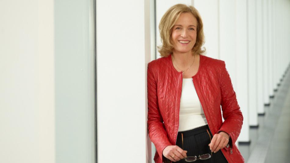 Prof. Dr. Jana Köhler ist Inhaberin des Lehrstuhls für Künstliche Intelligenz an der Universität des Saarlandes und wissenschaftliche Direktorin der Abteilung Algorithmic Business and Production am Deutschen Forschungszentrum für Künstliche Intelligenz (DFKI).