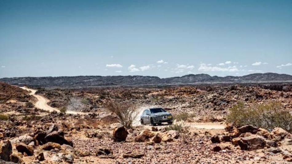 Nach Eis und Schnee musste der BMW iNext auf dem Weg zur Serienreife extreme Hitze und Sonneneinstrahlung aushalten.