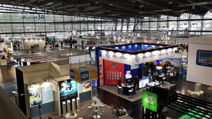 In der von Stararchitektin Hadid entworfenen Halle 3A auf der Embedded World 2020 fand sich unter anderem der Stand der WEKA Fachmedien mit VIP-Bühne.