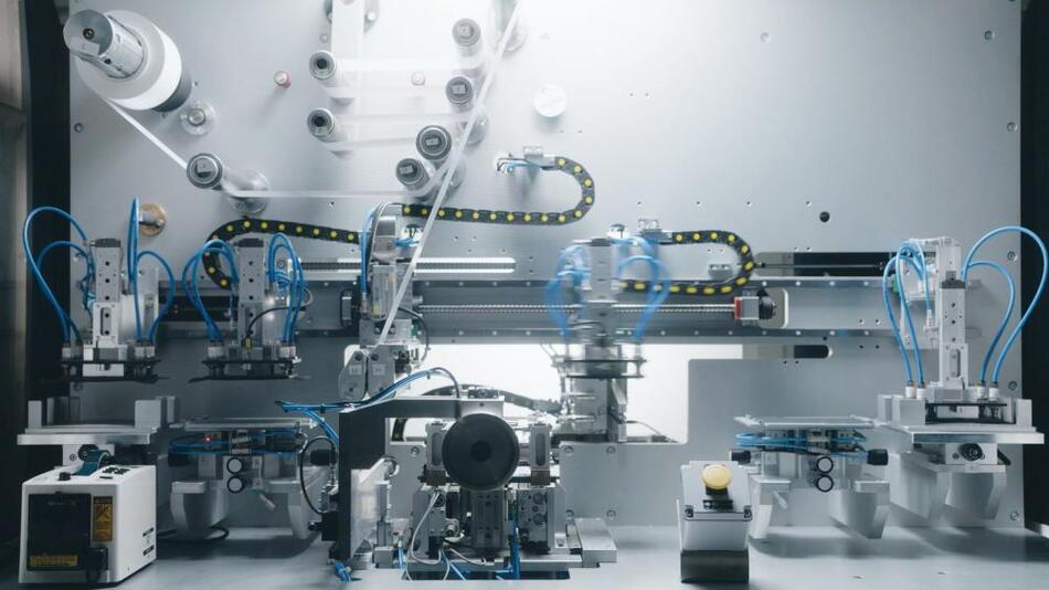 Blick in eine Hochschul-Versuchsfertigung für Lithium-Ionen-Zellen.